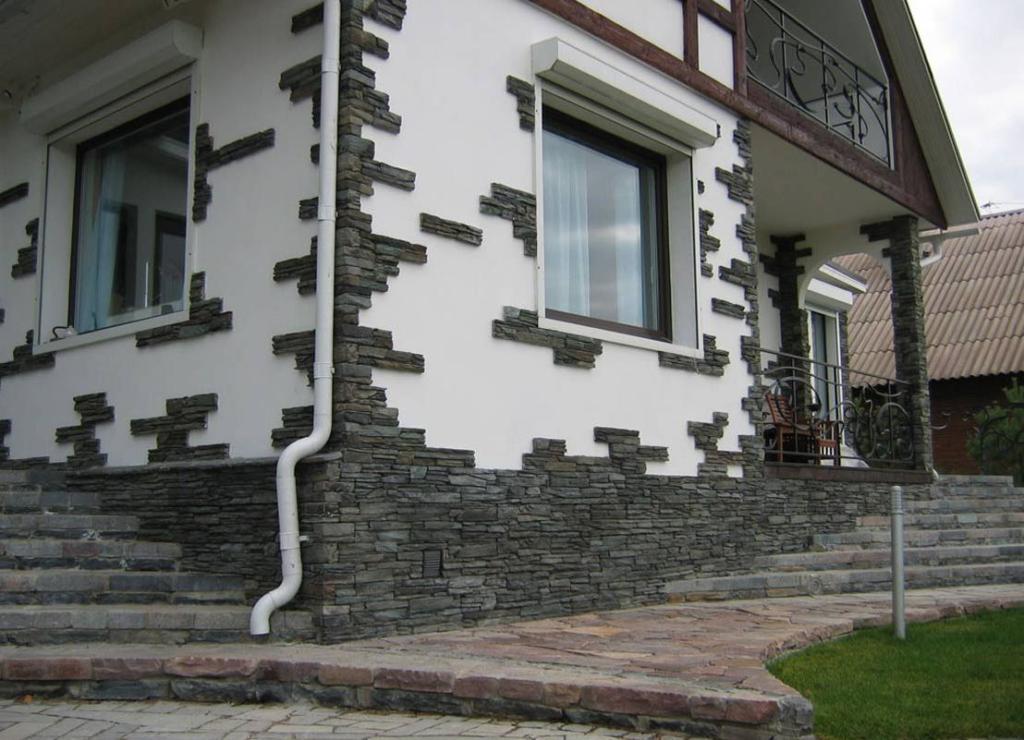 можно выбрать искусственный камень на фасад