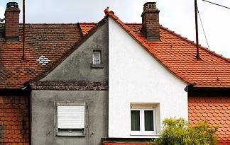 справа- фасад пеноплекс, слева- без утепления