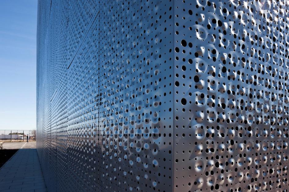 перфорированные панели на фасад