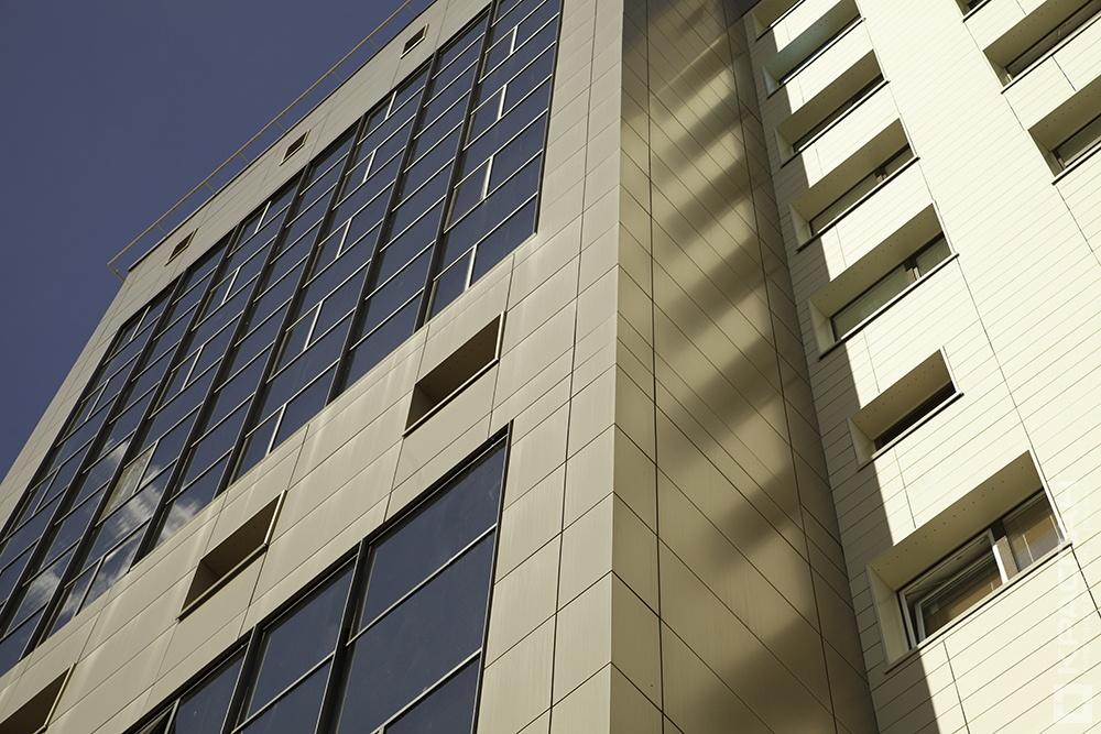 Стальной композит на фасаде
