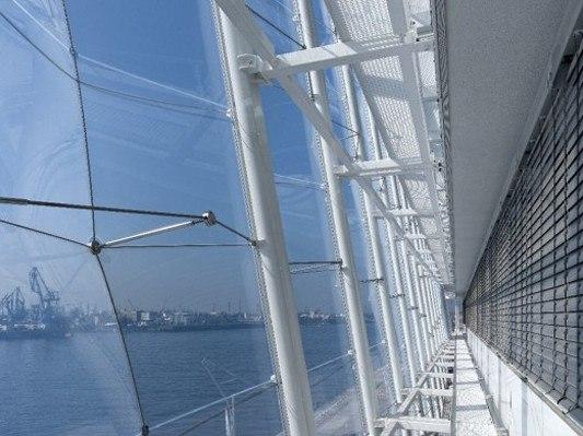 Вентфасад с облицовкой панелями из стекла