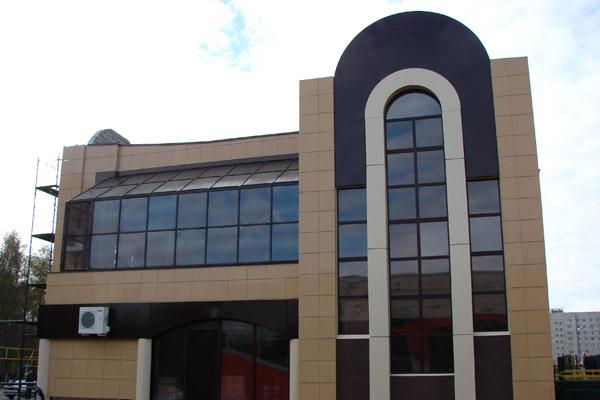 Керамогранитный фасад торгового центра