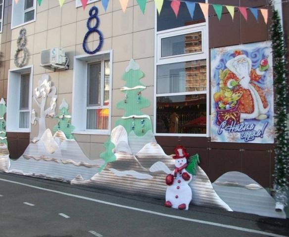 Праздничное оформление фасада здания к новому году