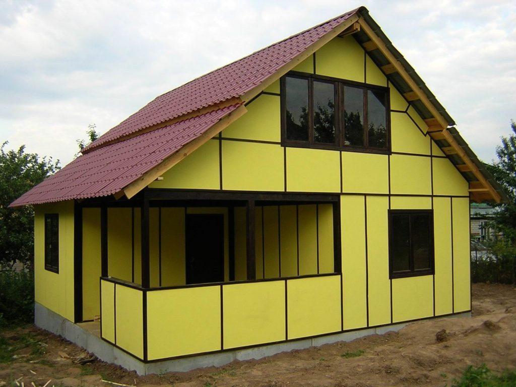 Дом выполнен из фасадных сэндвич панелей