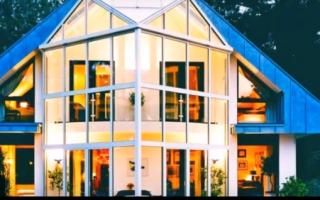 Стеклянный фасад частного дома: виды и преимущества