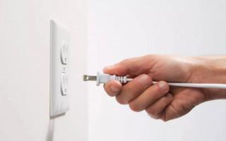 Опасность поломки электрических розеток