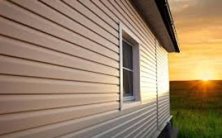 Отделка фасада деревянного дома: используемые материалы и технологии.