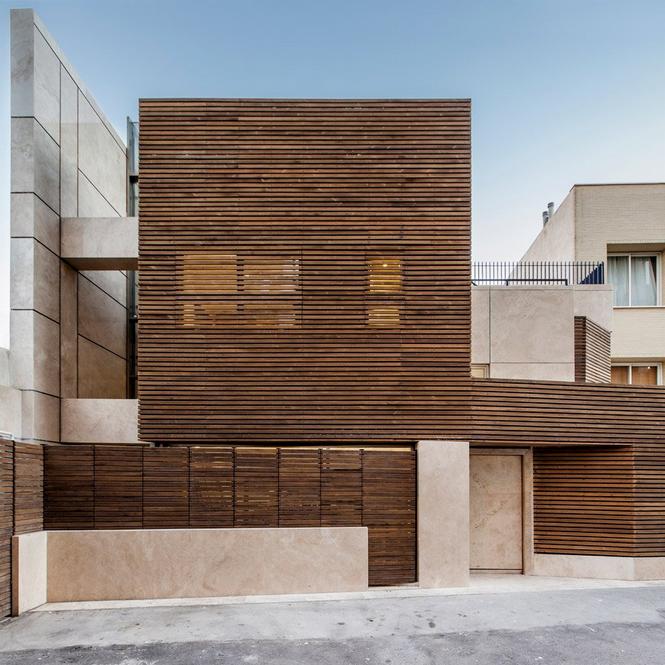 Комбинированный фасад из дерева и камня