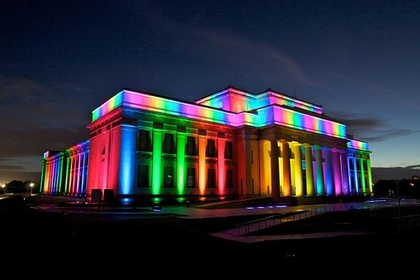 светильники светодиодные дают такой вид зданию