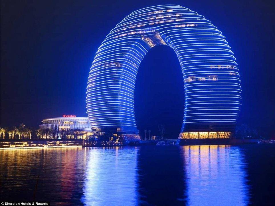 Очень красивое освещение здания