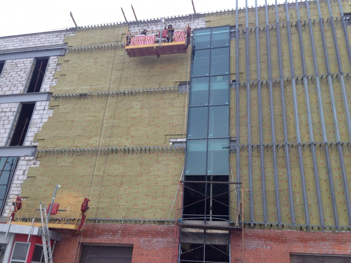 монтаж межэтажной системы крепления фасада