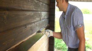 процесс покраски дома из бруса снаружи