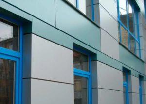 обрамление окон на фасаде дома металлом