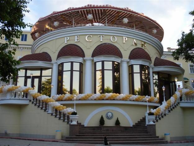 Классический фасад ресторана