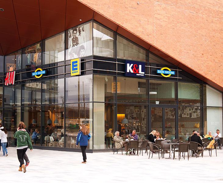 Стильный фасад городского ресторана
