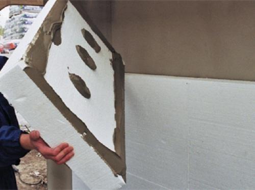 пенопласт клеят и крепят строительными грибами