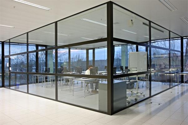 Фото стеклянных перегородок из алюминиевых конструкций