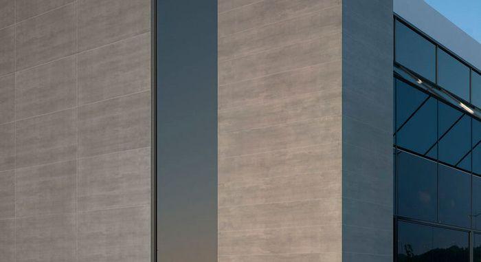 тонкий керамогранит на фасаде здания