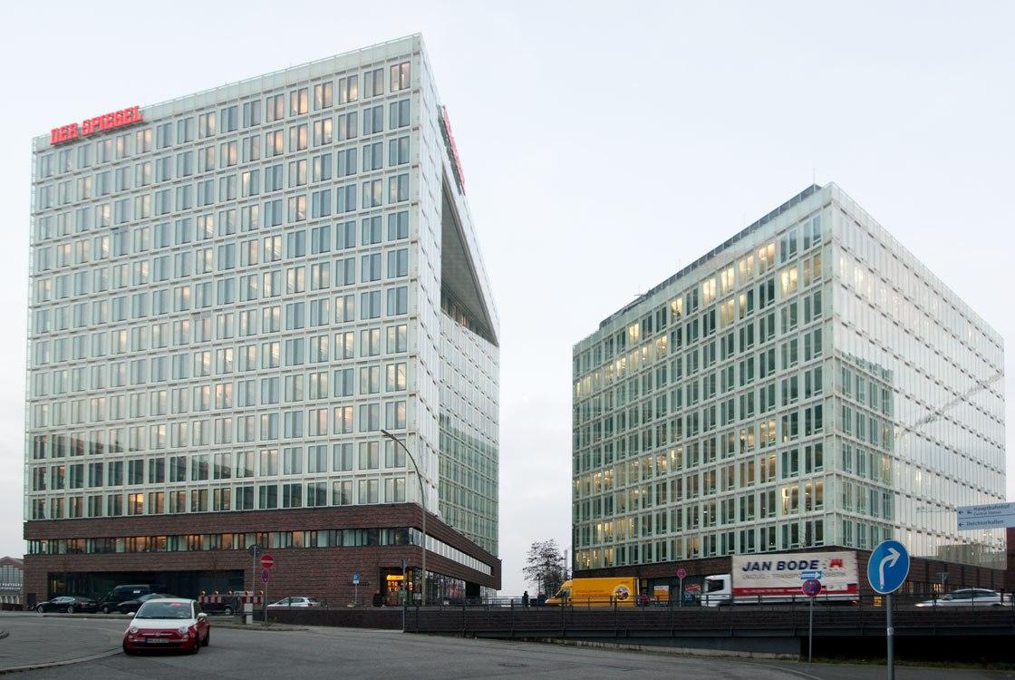 Фасадное остекление двух зданий