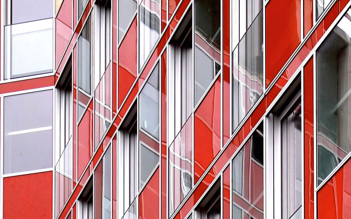 Остекление фасадов зданий вблизи