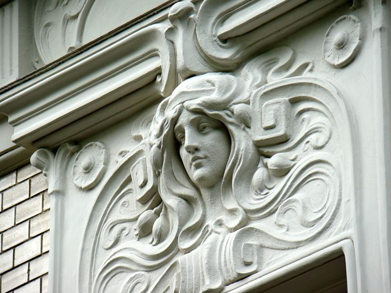 Декоративная отделка фасада дома: выбираем фасадный декор ?