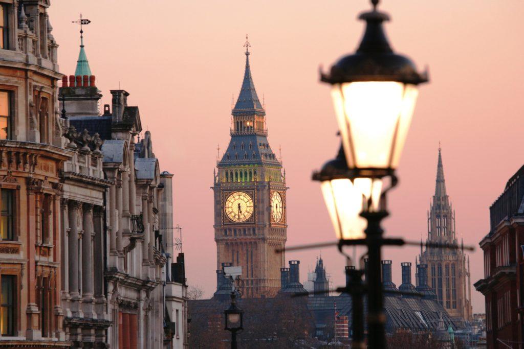 Часы на улицах города