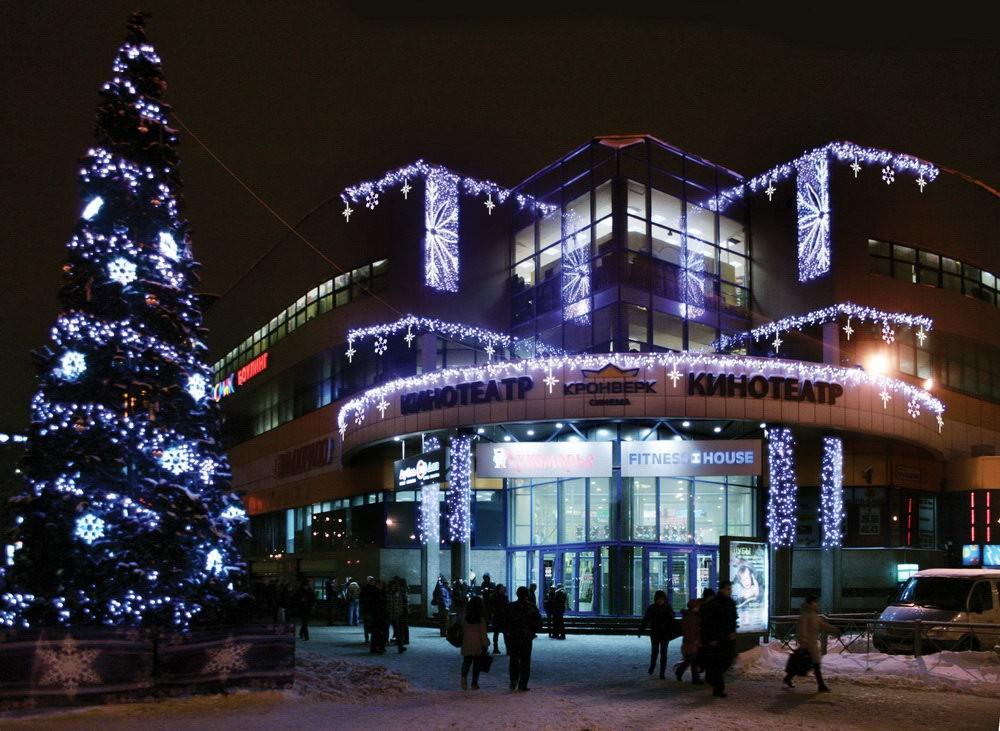 Так выглядит новогодняя подсветка на здании