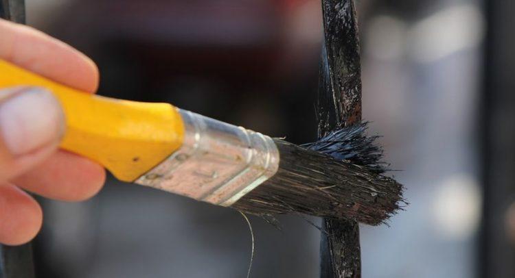 краска для окрашивания металлических поверхностей
